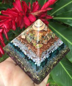 Molokai Medium Orgone Generator Pyramid door HawaiianManaOrgonite