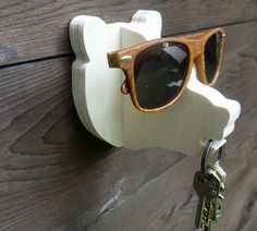 Built by thejunglehook, this wooden bear head will hold your keys and glasses for you. Super fun!