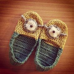 "@Rebekah Angle ...momma - i love minions :)  Free pattern for ""Minion Slippers""!"