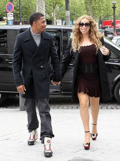 Mariah Carey Photos Photos - Singer Mariah Carey and her husband Nick Cannon do some shopping at Dior on April 2012 in Paris, France. - Mariah Carey and Nick Cannon Shop In Paris 2 Happy 4th Anniversary, Mariah Carey Photos, Nick Cannon, Ariel Winter, Paris Shopping, Sienna Miller, Jennifer Garner, Shawn Mendes, Comedians
