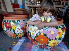 pots in mosaic ile ilgili görsel sonucu Mosaic Planters, Mosaic Vase, Mosaic Flower Pots, Painted Flower Pots, Painted Pots, Mosaic Tiles, Pebble Mosaic, Mosaic Art Projects, Mosaic Crafts
