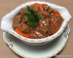 Receta de Goulash húngaro Meat Dishes Casserole dishes-Receta de Goulash húnga… – Güveç yemekleri – The Most Practical and Easy Recipes No Salt Recipes, Meat Recipes, Mexican Food Recipes, Cooking Recipes, Carne Molida Recipe, Rib Meat, Hungarian Recipes, Carne Asada, Savoury Dishes