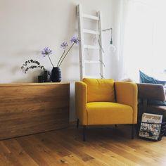 Beim neuen Sessel von INNENErleben geht die Sonne im Wohnzimmer auf! #einrichtung #einrichtungsideen #wohnzimmereinrichten #COUCHstyle Sofa, Couch, Hygge, Mustard, Spicy, Furniture, Home Decor, Color Yellow, Armchair