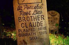 Park Perfect: Perfect Haunted Mansion Tombstone (Disney Dispatch)
