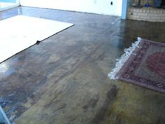 How to stain concrete floors #DIY   I ❤️ how rustic/distressed this looks