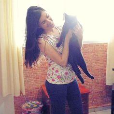E hoje tem participação especial lá no canal... Meu gatinho Tony!! Vem assistir? Link clicável no perfil.  #customizando #youtube #video #youtuber #cat #blackcat #kitten #gatinho #gato #morena #brunette #girl #kitty #woman #braziliangirl #brazilian #brasileira #marielydelrey #blogger