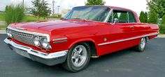 My father used to have 1963 impala just like this.. Miss that car