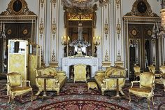 Royal Wedding: Palace officials release pictures of the 19 state rooms in Buckingham Palace where the Queen will host the reception for Prince William and Kate Middleton - White drawingroom with secret door to private quarters William Kate, Prince William, House Of Windsor, Windsor Castle, Buckingham Palace, Kate Middleton, Pale Blue Walls, State Room, The Royal Collection