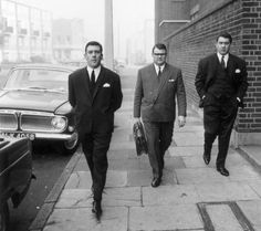 On the way to court 1965 The Krays                                                                                                                                                                                 More East London, Old London, Old Photos, Iconic Photos, Al Capone, Gangsters, London History, The Krays, Mafia Gangster