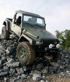 Jeep | Jeep pickup in military green