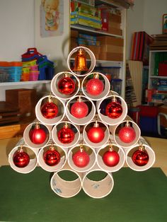 Here are 16 awesome ideas for diy Christmas decorations. Christmas Tree Bulbs, How To Make Christmas Tree, Indoor Christmas Decorations, Christmas Room, Christmas Centerpieces, Popsicle Stick Christmas Crafts, Xmas Crafts, Diy And Crafts, Farmhouse Christmas Decor