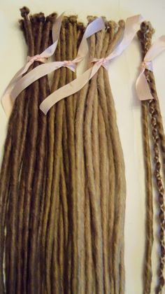 20 SE Single Ended Synthetic Dreads Light Medium Blonde Brown Dreadlock Braid Hair Extension Custom door damnationhair op Etsy https://www.etsy.com/nl/listing/72881293/20-se-single-ended-synthetic-dreads
