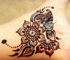 cool henna design, even if it's not a real tattoo it's still gorgeous! Henna Tatoos, Mehndi Tattoo, Mehndi Art, Henna Tattoo Designs, Mehandi Designs, Henna Art, Mandala Tattoo, Tattoo Ideas, Mehendi