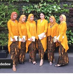 Kebaya Hijab, Kebaya Dress, Batik Kebaya, Dress Pesta, Pakistani Fashion Casual, Muslim Fashion, Hijab Fashion, Women's Fashion, Blouse Batik