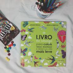 Em relacionamento sério com as cores! E com este livro.  #livrodosossego
