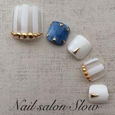 white stripes + denim inspired pedicure nail design「おすすめサンダル別!フットネイルで夏を呼び込もう◎」のまとめ枚目の画像|MERY [メリー]