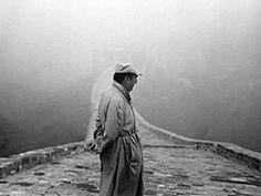 Pablo Neruda fotografado em 1971, ano em que recebeu o Prêmio Nobel de Literatura.      Veja também: http://semioticas1.blogspot.com.br/2013/02/bodas-do-boom.html  .