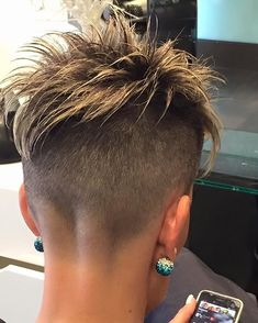 Nice short hairstyle that would work equally well for work or play, and look equally flattering on young and more mature woman. Funky Short Hair, Super Short Hair, Short Hair Cuts For Women, Girl Short Hair, Short Hair Styles, Short Cuts, Short Hair Undercut, Undercut Hairstyles, Funky Hairstyles