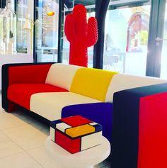 100 jaar kunststroming De Stijl. Sofa 340 van Jan des Bouvrie for Gelderland in Mondriaan colors.  @gelderlandgroep