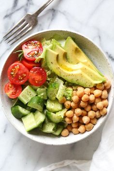 This Chickpea and Avocado salad is my go-to lunch when I need something fast and healthy! I load it up with garden vegetables and top it with a little olive oil and lemon, or olive oil and vinegar depending on my mood. Super simple, fresh and fills me up! Healthy Meal Prep, Healthy Snacks, Healthy Eating, Vegetarian Recipes, Cooking Recipes, Healthy Recipes, Detox Recipes, Aesthetic Food, Food Inspiration