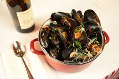 Mussels in white wine (moules marinières) recipe : SBS Food Onion Recipes, Wing Recipes, Side Dish Recipes, Mussel Recipes, French Recipes, Easy Recipes, Rachel Khoo, Fried Wings Recipe