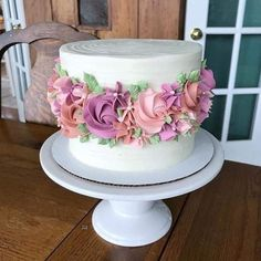 Pretty Cakes, Cute Cakes, Beautiful Cakes, Vanilla Buttercream Icing, Buttercream Flowers, Vanilla Cake, Pink Frosting, Vanilla Cupcakes, Buttercream Decorating