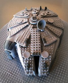 Nothing evokes nostalgia quite like Lego and Star Wars! Embrace that feeling by following the steps in this tutorial to create a dark chocolate Lego-styleMillenniumFalcon! This cake is built arou…