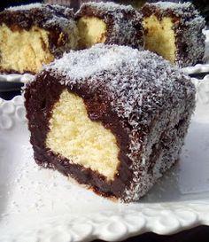 ΜΑΓΕΙΡΙΚΗ ΚΑΙ ΣΥΝΤΑΓΕΣ 2: Κέικ βουτηγμένο στην σοκολάτα κ την καρύδα !!!