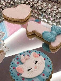 Aristocats Pretty Kitty Birthday Party - Birthday Party Ideas for Kids and Adults Hello Kitty Birthday, Cat Birthday, Birthday Cookies, Birthday Gifts For Girls, Birthday Ideas, Pretty Cats, Pretty Kitty, Birthday Party Decorations, Birthday Parties