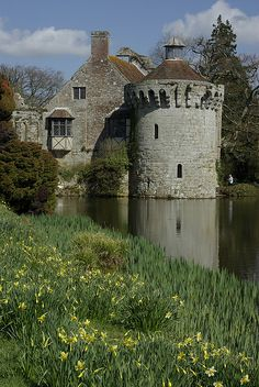 Scotney Castle, Kent, England English Castles, Scottish Castles, English Architecture, Beautiful Architecture, Beautiful Castles, Beautiful Places, London England, Kent England, Castle Pictures