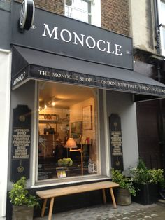 Monocle shop, London - One stop for mama! Coffee Shop Design, Cafe Design, Store Design, Cafe Bistro, Cafe Bar, Shop Awning, Fondue Raclette, Cafe Exterior, Shop Facade