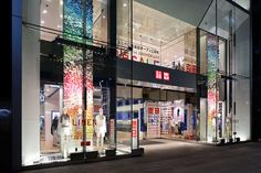 UNIQLO windows installation by Emmanuelle Moureaux, Tokyo