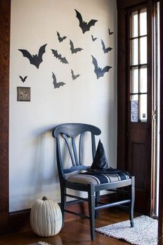 Chalk Paint Chair and Black Bats for Halloween Halloween Goodies, Halloween 2015, Halloween House, Chalk Paint Chairs, Painted Chairs, Entry Hallway, Black Bat, Street Furniture, Favorite Holiday