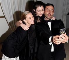 In a snap: Amanda, Lorde and Riccardo cuddled up for a selfie together