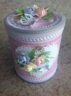 New sewing storage cubes fabric bins ideas Home Crafts, Diy And Crafts, Arts And Crafts, Paper Crafts, Decoupage Tins, Decoupage Vintage, Pot A Crayon, Recycle Cans, Tin Can Crafts