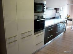 Hnědá lesk   W&P interiér Kitchen Cabinets, Kitchen Appliances, French Door Refrigerator, French Doors, Home Decor, Diy Kitchen Appliances, Home Appliances, Decoration Home, Room Decor