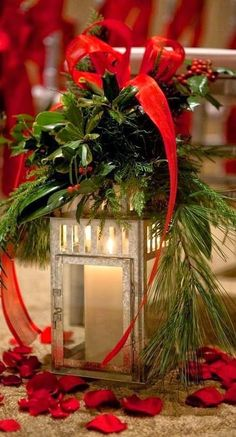 Red & Green Christmas Decorations on We Heart It Christmas Lanterns, Christmas Tablescapes, Noel Christmas, Outdoor Christmas Decorations, Christmas Centerpieces, Green Christmas, Country Christmas, Winter Christmas, Christmas Wreaths