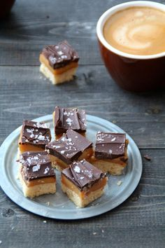 hjemmelaget twix Shower Tips, Sweet Life, No Bake Cake, Waffles, French Toast, Sweet Treats, Goodies, Food And Drink, Pudding