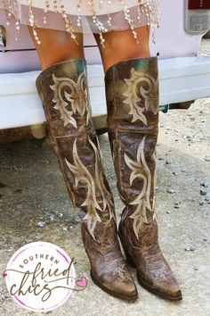 Cute Cowgirl Boots, Womens Cowgirl Boots, Western Boots, Brown Leather Boots, Brown Boots, Dress With Boots, Jeans And Boots, Royal Blue Wedding Shoes, Fashion Heels