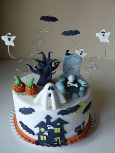 Halloween Cake! Halloween Fondant Cake, Halloween Cookies, Halloween Food Crafts, Cute Halloween, Halloween Sweets, Halloween Decorations, Halloween 1st Birthdays, Halloween Birthday, Scary Cakes