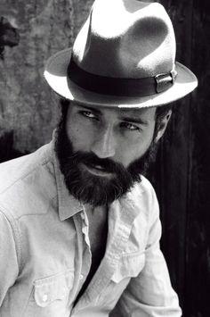 Soy hombre y me gustan los hombres con barba son mi vicio..!