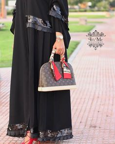 Repost @itsme_boutique with @instatoolsapp تخفيضات كبرى بمناسبة يـوم المـرأة العمانيـة . . السعر : 35 ريال . . ملاحظة : العرض فقط اليوم . الكمية محدودة . . #subhanabayas #fashionblog #lifestyleblog #beautyblog #dubaiblogger #blogger #fashion #shoot #fashiondesigner #mydubai #dubaifashion #dubaidesigner #dresses #capes #uae #dubai #abudhabi #sharjah #ksa #kuwait #bahrain #oman #instafashion #dxb #abaya #abayas #abayablogger #абая