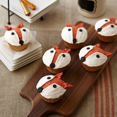 Cute little woodland critters are great guests for any occasion. Check out these ideas to learn how to make woodland animal cakes and cupcakes.