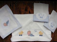 Kit composto por 1 toalha de banho com capuz, 1 toalha fralda dupla Cremer, 2 fraldas de boca.  Os bordados são feitos manualmente e os tecidos utilizados são 100% algodão, podendo haver uma variação da estampa conforme disponibilidade em estoque.  *Consulte sobre alterações de cores! R$ 92,10
