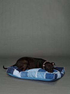 Hondenkussen leuk om te maken van oud spijkergoed-denim