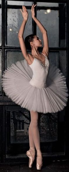 A ballerina expresses herself through dance ~ a writer expresses herself through. Black Ballerina, Ballerina Dancing, Ballet Dancers, Pretty Ballerinas, Dance Poses, Ballet Photography, Ballet Beautiful, Ballet Costumes, Dance Pictures