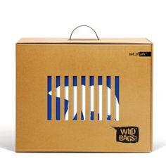 the wild bags - out_of_ark, platinum pentaward 2010. Ces sacs décorés d'animaux issus des 5 continents sont vendus dans un emballage en carton ondulé, avec sur la face avant, des découpes qui simulent les grilles d'une cage. Une boîte qui laisse voir le produit et le protège en même temps.