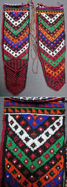 Traditional hand-knitted woollen socks, for men.  (Sometimes worn by women too).  From the Sivas province, late 20th century.  Design: 'çavuş' (sergeant's  stripes).  (Inv.nr. çor005 - Kavak Costume Collection - Antwerpen/Belgium).