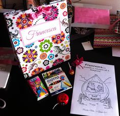 Activity bag for kids!!! A bag with drawings to color, wax crayons, a chupa chups, a yo-yo and Kleenex!
