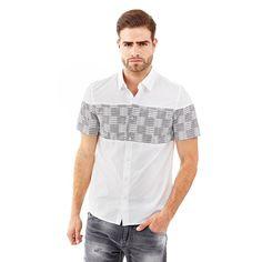 Hemd Gridlock Print    Die trendige Grafik macht es zu etwas Besonderem: Das Hemd aus Baumwolle ist absolut cool. Der Einsatz mit Karoprint ist ein neuer Trend für einen dynamischen Look.    Verschluss mit Knöpfen.  100% Baumwolle.  Maschinenwäsche bei 30°.  Längen in Größe M:  Gesamtlänge ca. 76 cm.  Schultern ca. 46 cm.  Fällt größengetreu aus....